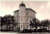 """Ostseeblick ! ehemaliges  """" Hotel zur Ostsee """" im Zentrum von Vitte. - Postkarte"""