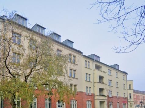 Bezugsfreie  großzügige Altbauwohnung mit Balkon in Babelsberg, 14482 Potsdam, Etagenwohnung