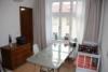 Frisch renovierte Wohnung im Weberviertel - Zwischen S-Bahnhof & Park Babelsberg - Wohnzimmer mit Zugang zur Küche
