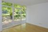 Frisch renovierte Terrassenwohnung mit großem Gemeinschaftsgarten zum Selbstbezug - Schlafen mit Masterbad