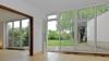 Charmantes Haus mit wunderschönem Garten - Ess- und Wohnzimmer mit Blick in den Garten