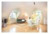 Luxuswohnung an der Elbe mit Aufzug und Sauna - Das Wohnzimmer lädt zum Wohlfühlen ein.