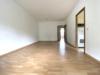 Bezugsfreie 2-Zi.Wohnung mit großzügigem Balkon und unverbaubarem Weitblick - Wohnbereich mit Zugang Küche
